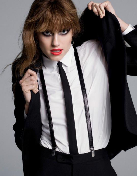 Femme En Cravate le costard cravate noir pour femme - mag beauté - inspiration mode